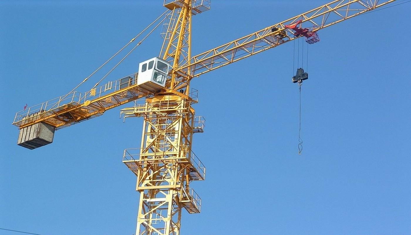 Self erecting tower cranes